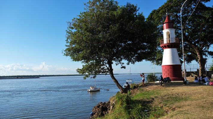 Der Leuchtturm an nördlichen Ende von Corrientes