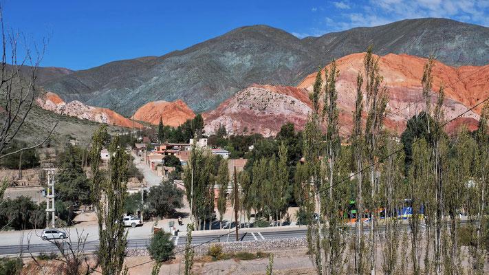 Blick vom Felsen auf der gegenüberliegenden Seite auf Pumamarca