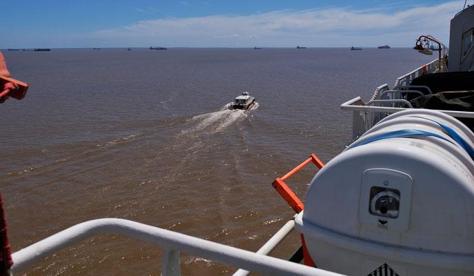 Kurz vor Buenos Aires kommt ein neuer Lotse an Bord