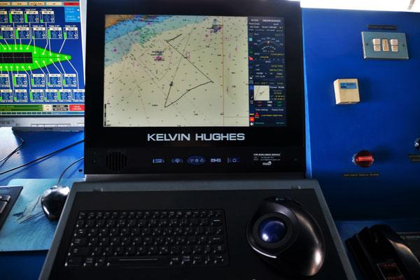 Auf dem GPS-Gerät auf der Brücke sieht man wie wir dümpelten und fuhren.