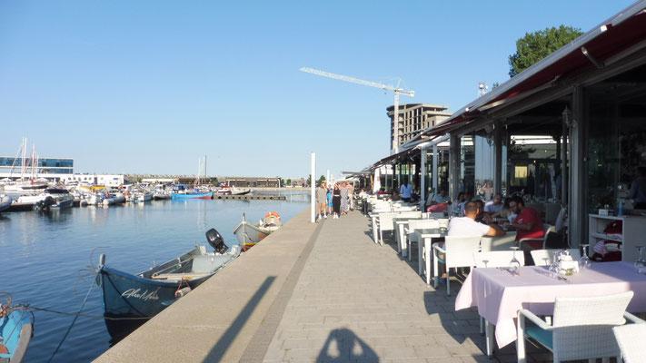 Der Yachthafen von Constanta mit seinen unzähligen Beizli
