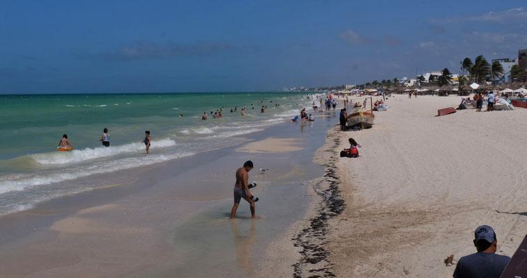 In Progreso dürfen sich die Leute wieder am Strand und im Wasser vergnügen