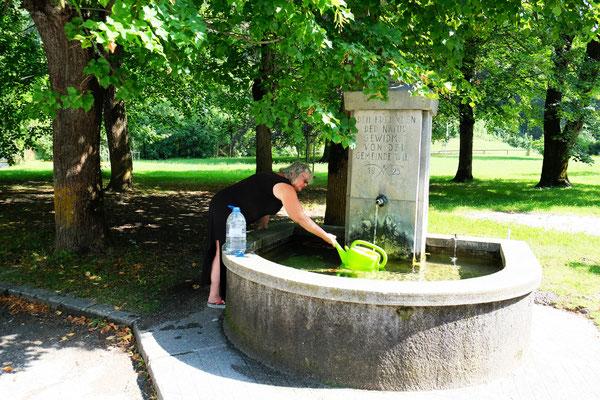 Frisches Quellwasser von Kaiserbrunn