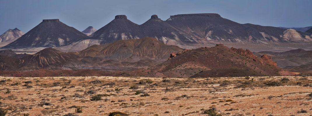 Blick ins Land vom höchsten Punkt des Parks der versteinerten Waldes von Jaramillo