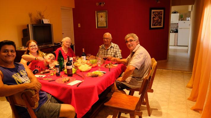 Im Hause seiner Schwiegereltern. Rosi, Marcelo und Sebastian wohnen gleich nebenan.