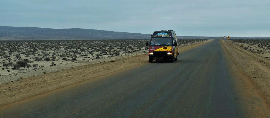 Ein kleines Schwätzchen mitten auf der Strasse( Verkehr gibt es ja fast keinen) mit Chilenischen Touristen, die nach Süden unterwegs sind.