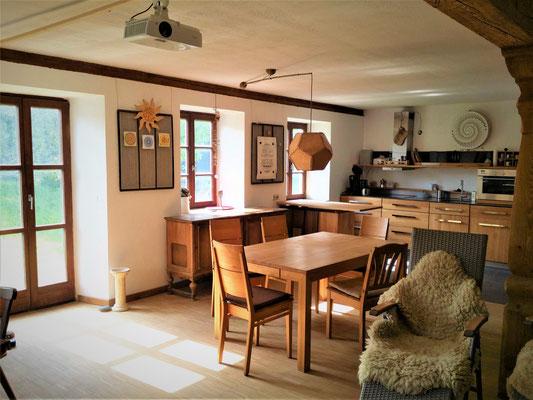 Küche und Esstisch, Mühlensiebe als Magnet-Tafeln und eigenes Lampendesign