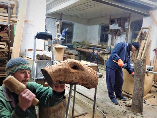 Gäste in der Holzwerkstatt