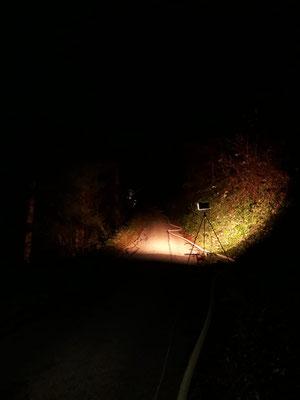 Um Probleme auch bei Nacht sofort zu erkennen wurde der Weg der Speiseleitung mit unseren mobilen Scheinwerfern augeleuchtet