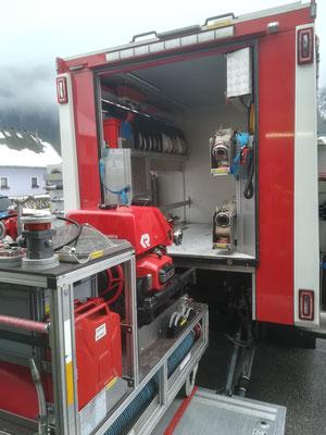 Neben der Tragkraftspritze befinden sich in unserem LFA noch unzählige Schläuche und jegliches Gerät zur Wasserförderung