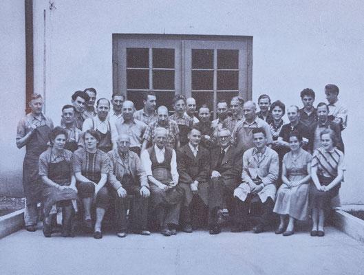 Photo de groupe de 30 employés - 1956