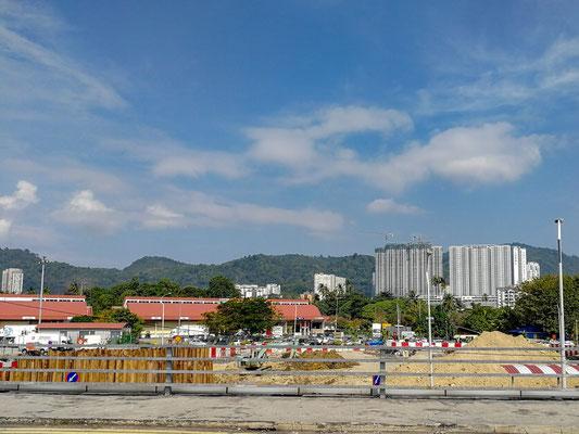 Blick vom Flughafen auf die Stadt
