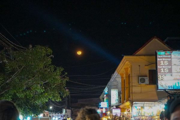 Der Mond sieht hier auch anders aus