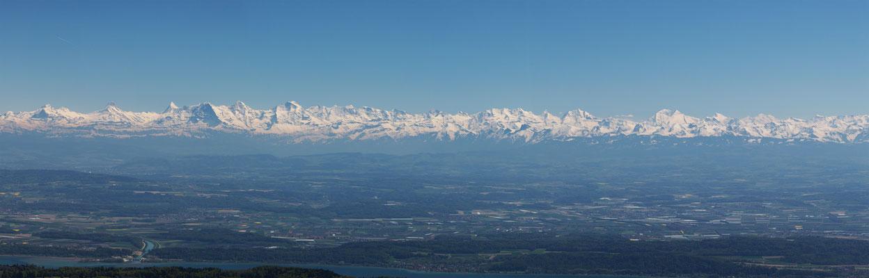 Neuenburgersee mit Alpen, Eiger, Mönch und Jungfrau