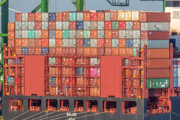 Jeder Container ein LKW auf der Strasse