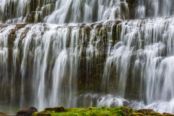 Beim Dynjandi Wasserfall