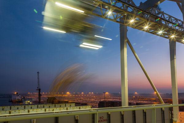 Hafen Antwerpen, Container verladen