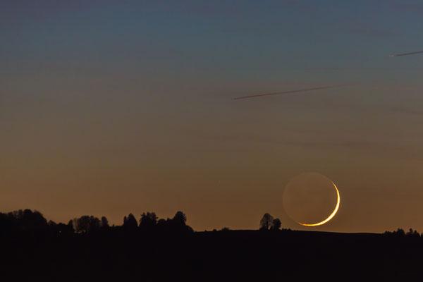 der junge Mond geht schlafen