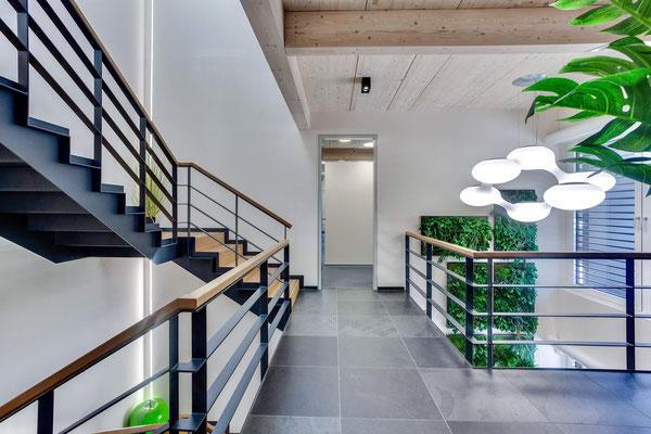 Büro zwischen den Gleisen – Galerie im OG