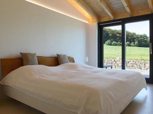Lichtplanung Neubau – indirekte Bleuchtung im Schlafzimmer – Ferienhaus Stock und Stein – Gerolstein-Roth / Eifel