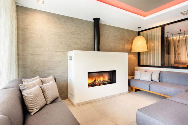 Ambientebeleuchtung in der Feuer-Lounge (Ruhebereich)