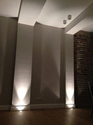 Bodeneinbauspots im Wohnbereich betonen die vorhandene Architektur, Wohnhaus Köln