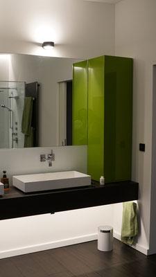 Die Unterleuchtung des Waschtisches kann nachts (gedimmt und mit Bewegungsmelder) als WC-Licht genutzt werden