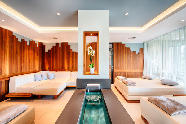 Individuell einstellbare Grund-und Akzentbeleuchtung in der Wasser-Lounge (Ruhebereich)