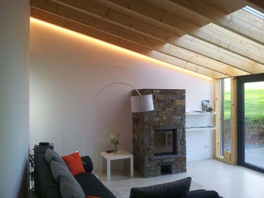 Lichtplanung Neubau – indirekte Beleuchtung Wohnzimmer – Ferienhaus Stock und Stein – Gerolstein-Roth / Eifel