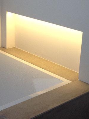 Verstecktes Licht in der Schampoo-Nische, Einfamilienhaus Köln