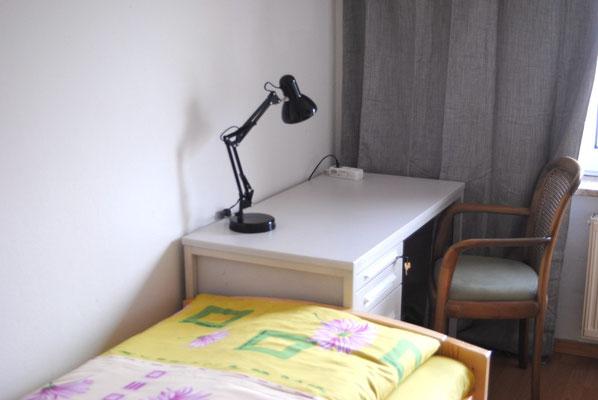Einbettzimmer zum Hof