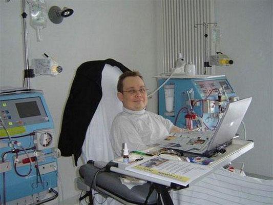 Bei der Arbeit an der Dialyse (Bild von 2008)