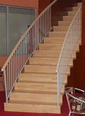 Escalier droit,  avec garde-corps bois métal