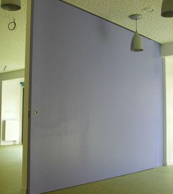 Cloison coulissante, pouvant remplacer un mur plein.