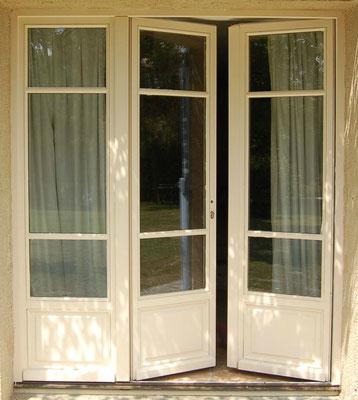 porte extérieure vitrée à 3 vantaux