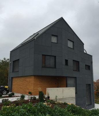 Fassadengestalltung mit Zink-Dacheindeckung