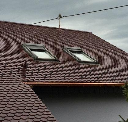 Biberschwanz Doppeldeckung mit Roto-Dachfenster