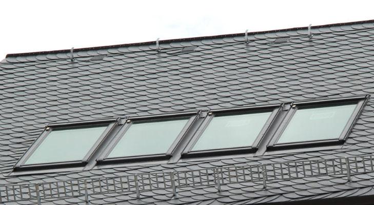 Velux Fensterkombination im Schieferdach