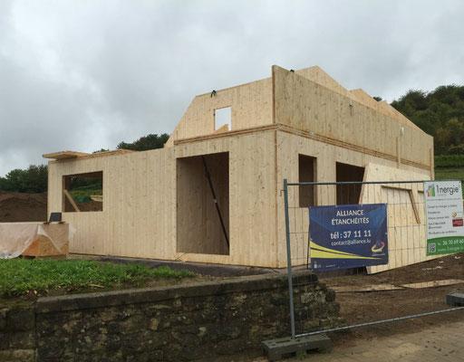 Haus mit Holzmassiv-Wänden
