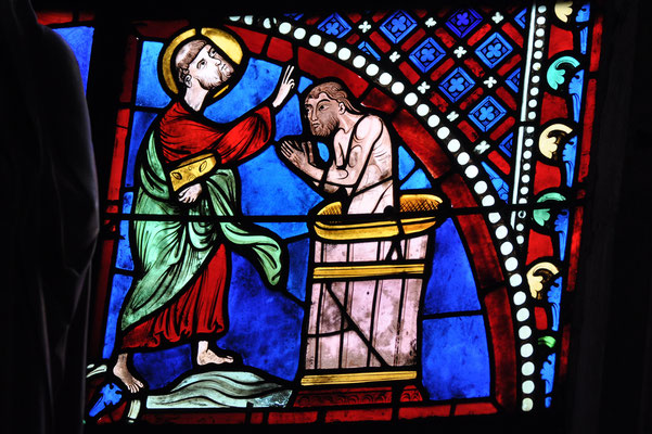 Pierre baptise le centurion Corneille (cathédrale de Bourges)