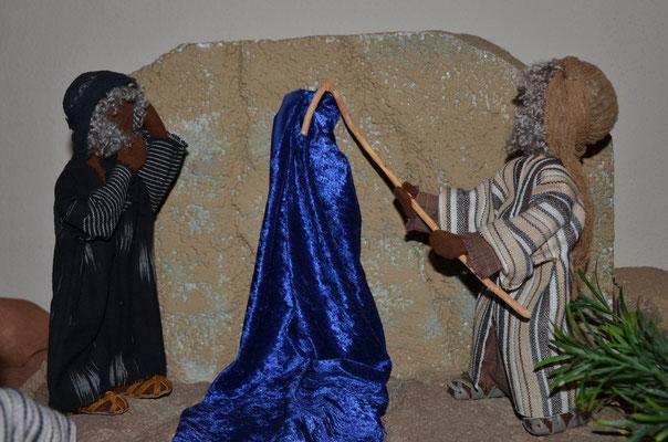 Moïse fait jaillir l'eau du rocher (exposition de figurines bibliques à Weil am Rhein)