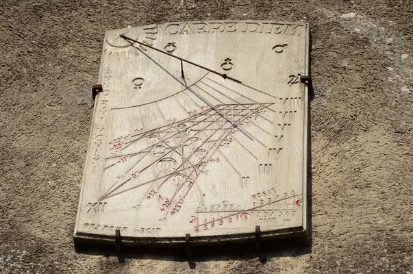 Cadran solaire dans la cité médiévale de Carcassonne