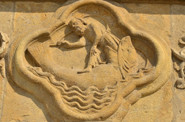 Jonas sort du poisson (cathédrale d'Amiens)