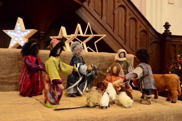 Adoration des mages (figurines réalisées par Catherine Foerderer - culte de l'Epiphanie au temple St-Jean de Mulhouse, janvier 2016)