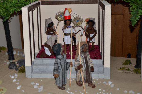 Moïse et Aaron chassés par le Pharaon (exposition dans l'église évangélique de Weil am Rhein, Allemagne, novembre 2014)