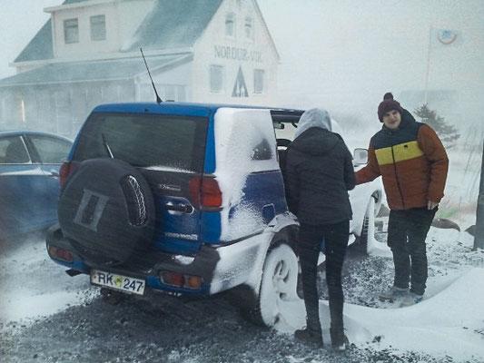 Aufbruch in Vík í Mýrdal. Mit Zeitdruck gehts zurück nach Reykjavik um den Flieger am nächsten Tag nicht zu verpassen.