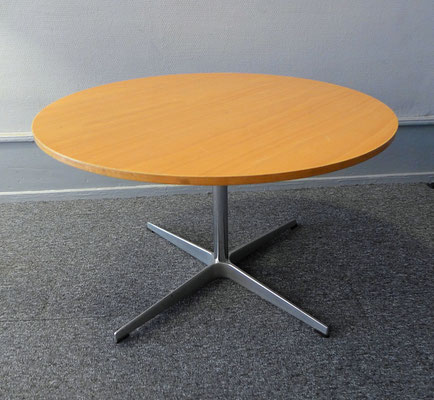 table Arne Jacobsen