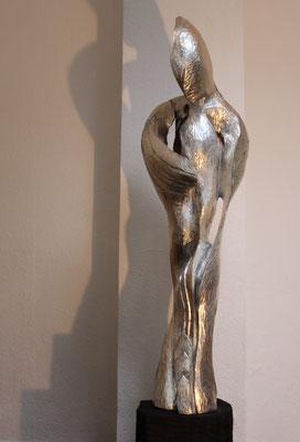 """"""" (Auf dem Weg zur) Agape..."""" - 2012, 40x140cm, Sockel 50cm, Holzstamm, versilbert"""