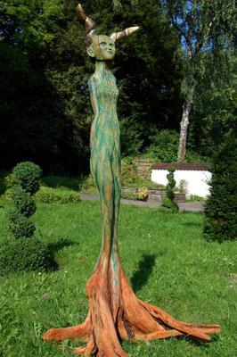 Biomorphe, 2017, 0,40 x 210 cm, Apfelbaum, Acrylfarbe, Gold