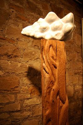 """""""Memento"""" - 2009, Blauer Marmor, 45x25cm, Eichesockel 20x20cm, insg. 1.50m hoch,Weißgold"""